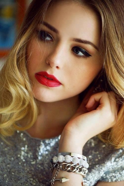 Eye Tips For Red Lips Victorialovesbeauty